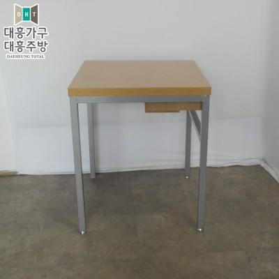테이블  600x600 8EA